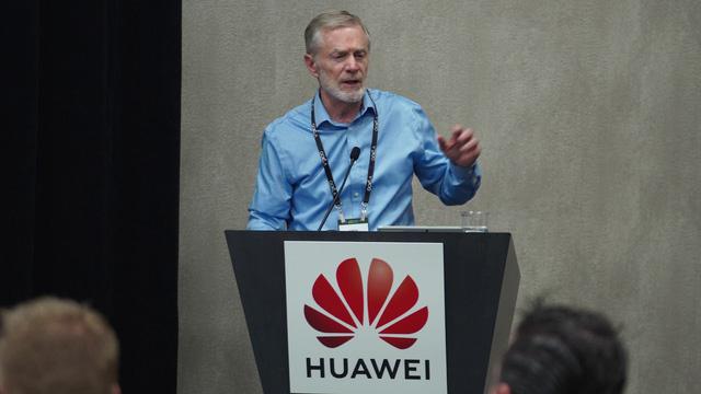 Sếp lớn Huawei: Mỹ sẽ mất rất nhiều - Ảnh 1.