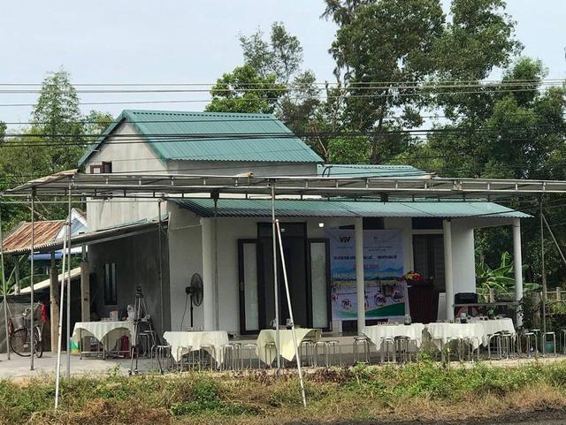 Quỹ Tấm lòng Việt bàn giao nhà chống bão lũ, tặng học bổng tại Thừa Thiên Huế - Ảnh 4.