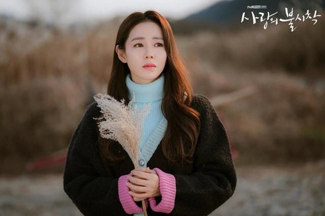 """Son Ye Jin của """"Hạ cánh nơi anh"""" trở thành Người phụ nữ đẹp nhất năm 2020 - Ảnh 1."""