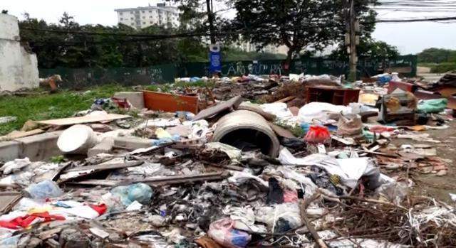Đã đổ trộm rác bừa bãi giữa Hà Nội còn mắng lại người nhắc nhở - Ảnh 2.