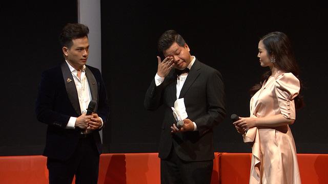 NSƯT  Đăng Dương bật khóc trên sóng truyền hình khi nhắc đến cha - Ảnh 1.