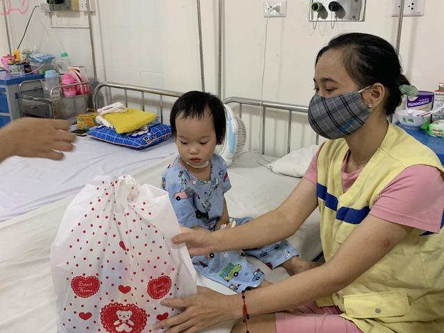 Tết Thiếu nhi đến sớm với các bệnh nhi tim bẩm sinh - Ảnh 7.