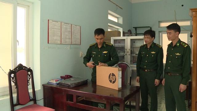Chiến sĩ biên phòng Hà Giang đi từng ngõ, gõ từng nhà tuyên truyền chống COVID-19 - ảnh 3