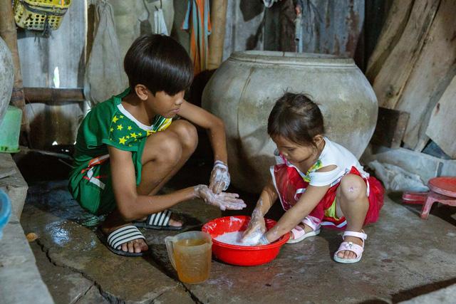 UNICEF cứu trợ phòng chống COVID-19 cho hơn 340.000 người tại Việt Nam - Ảnh 4.