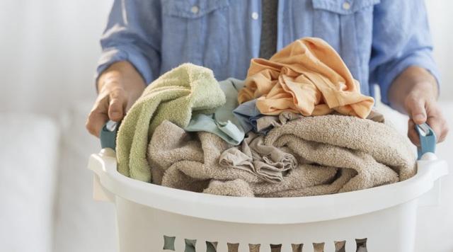 7 tác hại không ngờ nếu không thay quần áo ngủ thường xuyên - Ảnh 2.