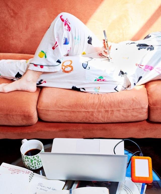 7 tác hại không ngờ nếu không thay quần áo ngủ thường xuyên - Ảnh 1.