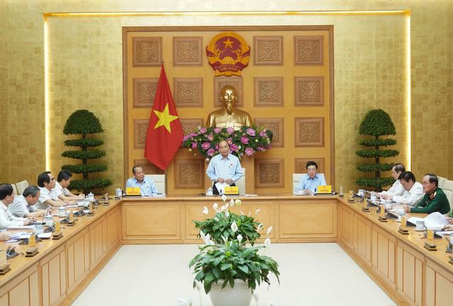 Thủ tướng Nguyễn Xuân Phúc: Cải cách tiền lương đi đôi với cải cách bộ máy - Ảnh 1.