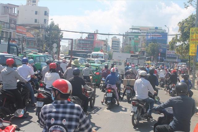 Nha Trang xây các bãi đỗ xe trong thành phố nhằm hạn chế kẹt xe - Ảnh 1.