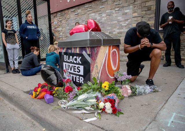 VIDEO: Bạo động lan rộng tại Mỹ sau vụ cảnh sát ghì chết 1 người da màu - Ảnh 1.