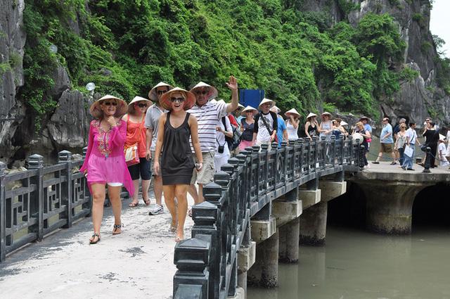 Du lịch Việt trở lại cuộc đua, thoát bẫy COVID-19 - Ảnh 2.