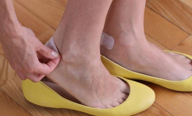 11 mẹo loại bỏ mọi khó chịu khi mang giày - ảnh 10