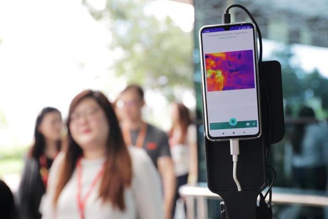 Singapore ứng dụng robot và trí tuệ nhân tạo trong phòng chống dịch COVID-19 - Ảnh 2.