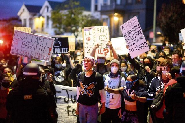 Biểu tình phản đối phân biệt chủng tộc lan rộng tại Mỹ - Ảnh 2.