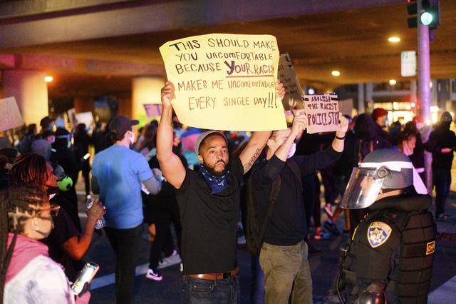 Biểu tình phản đối phân biệt chủng tộc lan rộng tại Mỹ - Ảnh 3.