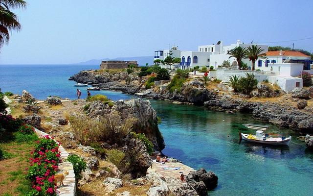 Hy Lạp dự kiến mở cửa đón du khách 29 nước từ giữa tháng 6 - Ảnh 1.