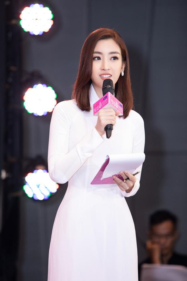 Hoa hậu Đỗ Mỹ Linh đầy tự tin trở lại với Bản tin Tiêu dùng 24h - Ảnh 12.