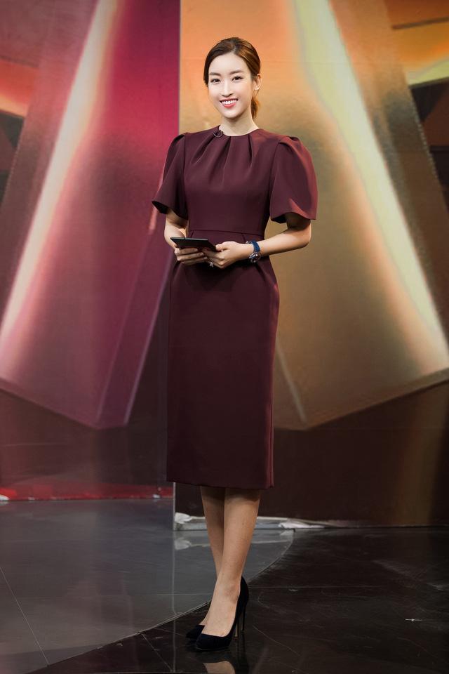 Hoa hậu Đỗ Mỹ Linh đầy tự tin trở lại với Bản tin Tiêu dùng 24h - Ảnh 6.