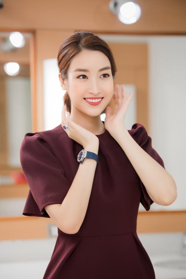 Hoa hậu Đỗ Mỹ Linh đầy tự tin trở lại với Bản tin Tiêu dùng 24h - Ảnh 9.