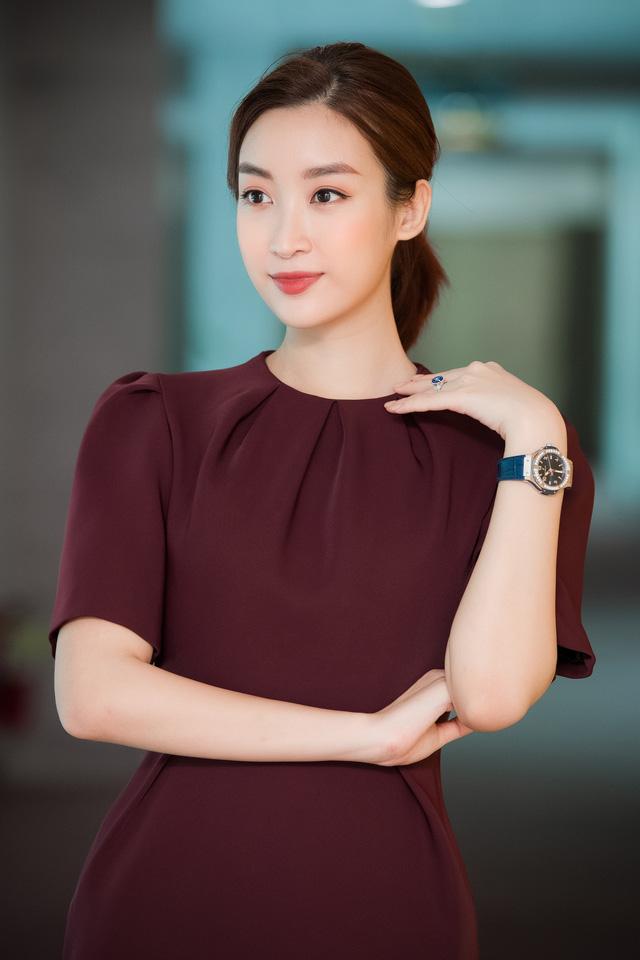 Hoa hậu Đỗ Mỹ Linh đầy tự tin trở lại với Bản tin Tiêu dùng 24h - Ảnh 8.
