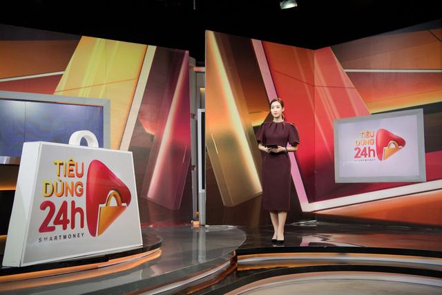 Hoa hậu Đỗ Mỹ Linh đầy tự tin trở lại với Bản tin Tiêu dùng 24h - Ảnh 1.