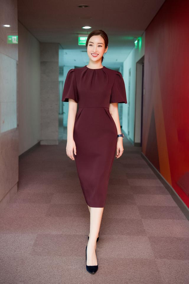 Hoa hậu Đỗ Mỹ Linh đầy tự tin trở lại với Bản tin Tiêu dùng 24h - Ảnh 10.