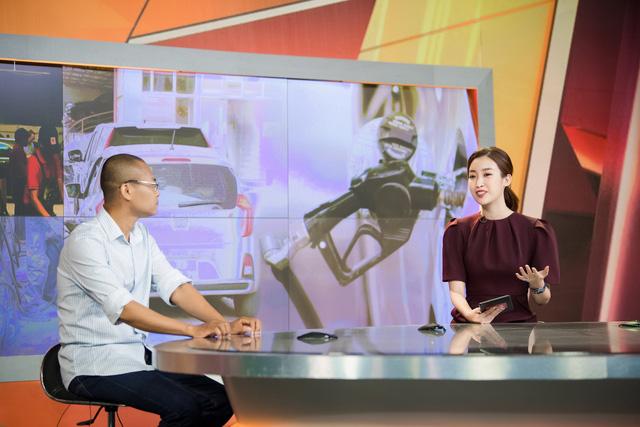 Hoa hậu Đỗ Mỹ Linh đầy tự tin trở lại với Bản tin Tiêu dùng 24h - Ảnh 2.
