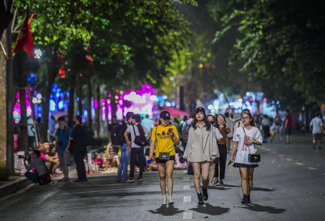 Quán bar, karaoke ở Hà Nội được hoạt động trở lại từ 0h ngày 16/9 - Ảnh 2.