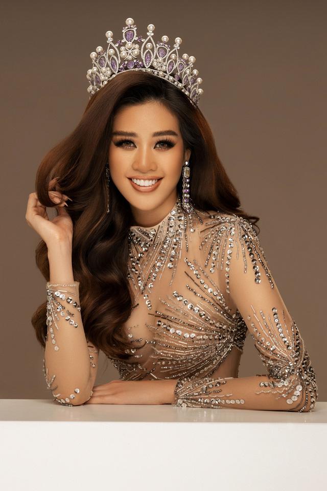 Hoa hậu Khánh Vân trở lại công việc bằng bộ ảnh mới khoe vẻ quyến rũ - Ảnh 2.