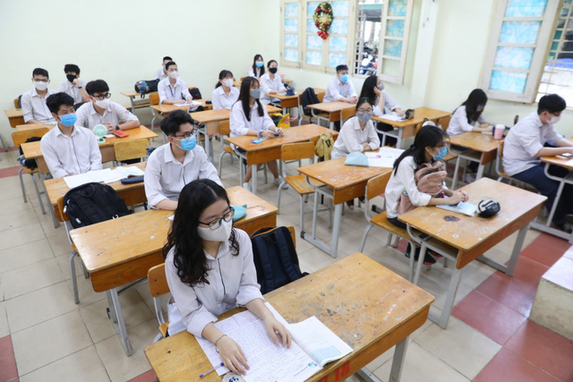 Học sinh háo hức đến trường sau thời gian dài nghỉ do dịch COVID-19 - Ảnh 16.