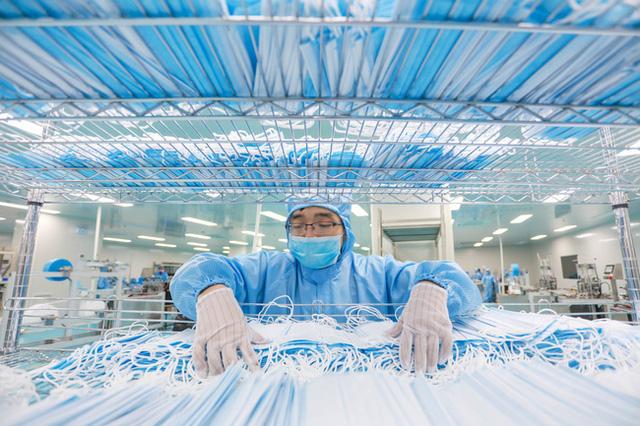 Mỹ rút giấy phép xuất khẩu khẩu trang của hơn 60 công ty Trung Quốc - Ảnh 1.