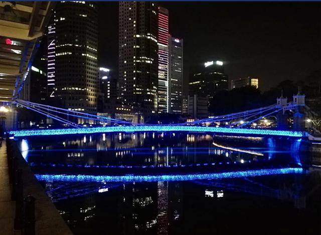 Singapore thắp sáng hơn 30 điểm du lịch nổi tiếng tri ân những người hùng COVID-19 - ảnh 4