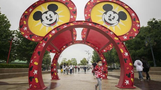 Chưa mở cửa trở lại, Disneyland Thượng Hải đã cháy vé - ảnh 2