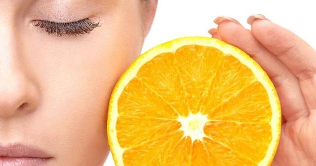 Cách phát huy tối đa hiệu quả của vitamin C đối với làn da - Ảnh 1.