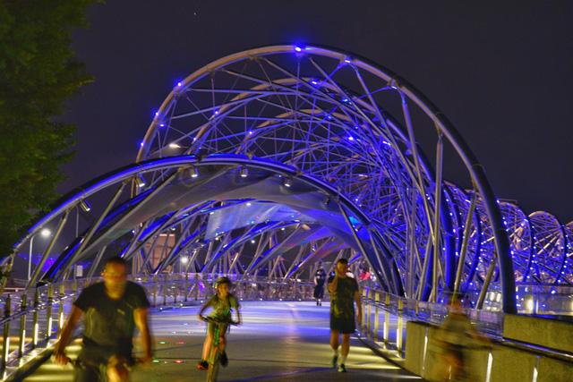 Singapore thắp sáng hơn 30 điểm du lịch nổi tiếng tri ân những người hùng COVID-19 - ảnh 5
