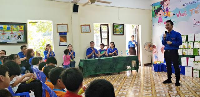 Vui Tết Thiếu nhi cùng Đoàn Thanh niên VTV tại Trung tâm nuôi dưỡng trẻ em mồ côi Hà Cầu - Ảnh 5.