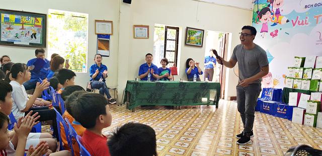 Vui Tết Thiếu nhi cùng Đoàn Thanh niên VTV tại Trung tâm nuôi dưỡng trẻ em mồ côi Hà Cầu - Ảnh 3.