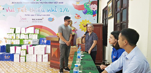 Vui Tết Thiếu nhi cùng Đoàn Thanh niên VTV tại Trung tâm nuôi dưỡng trẻ em mồ côi Hà Cầu - Ảnh 1.