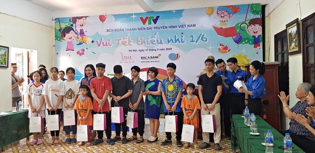 Vui Tết Thiếu nhi cùng Đoàn Thanh niên VTV tại Trung tâm nuôi dưỡng trẻ em mồ côi Hà Cầu - Ảnh 4.
