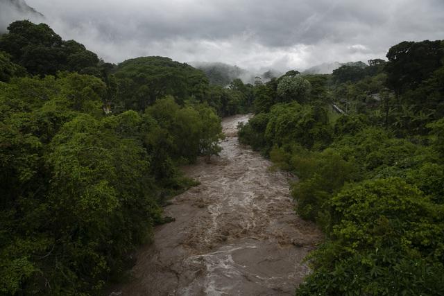 Bão Amanda đổ bộ El Salvador, ít nhất 8 người thiệt mạng - Ảnh 3.