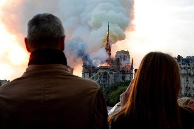 Nhà thờ Đức Bà Paris mở cửa một phần sau thời gian dài đóng cửa - Ảnh 1.