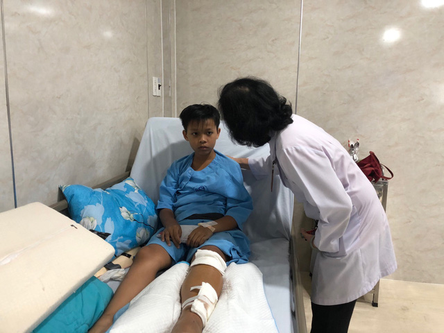 3 học sinh bị thương nặng trong vụ cây đổ tại trường THCS Bạch Đằng xuất viện - Ảnh 1.