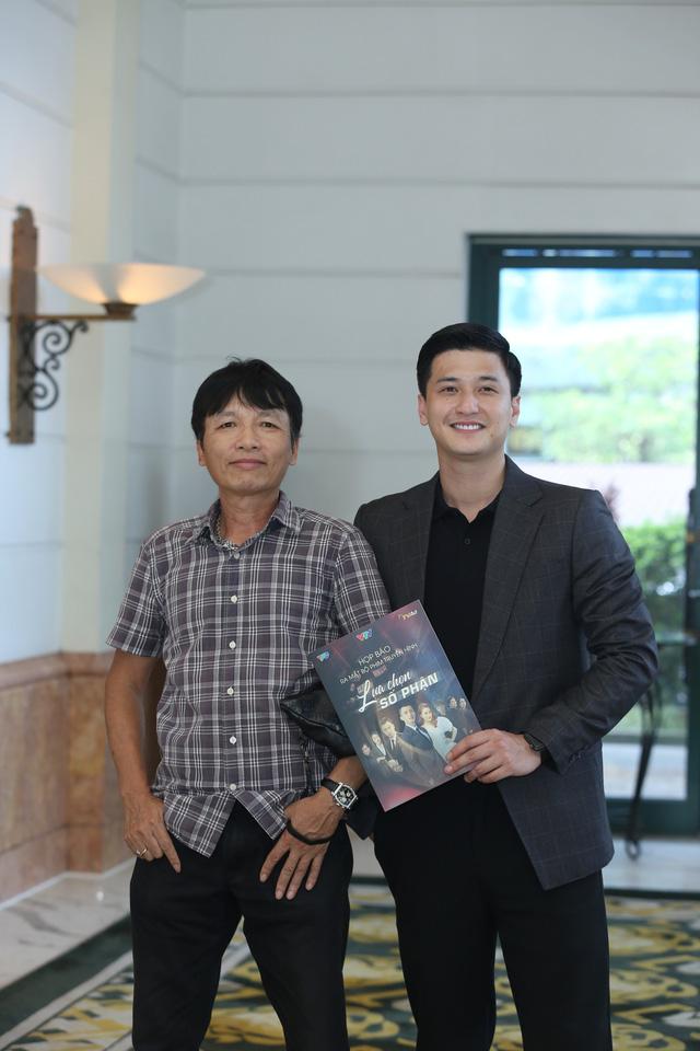 Phương Oanh diện váy xẻ cao, Hà Việt Dũng chuẩn soái ca trong họp báo phim mới Lựa chọn số phận - Ảnh 3.