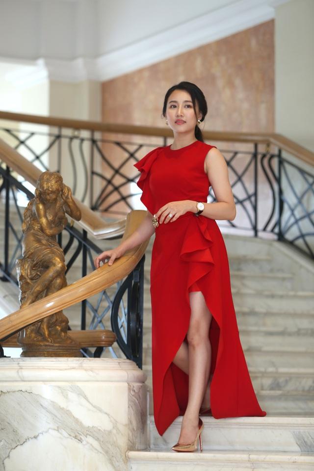Phương Oanh diện váy xẻ cao, Hà Việt Dũng chuẩn soái ca trong họp báo phim mới Lựa chọn số phận - Ảnh 5.