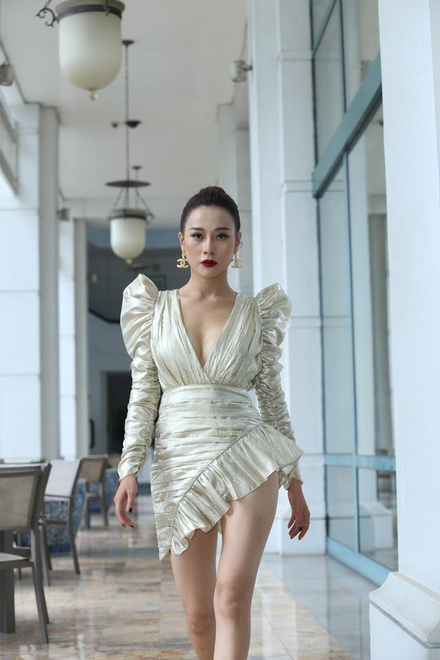 Phương Oanh diện váy xẻ cao, Hà Việt Dũng chuẩn soái ca trong họp báo phim mới Lựa chọn số phận - Ảnh 7.