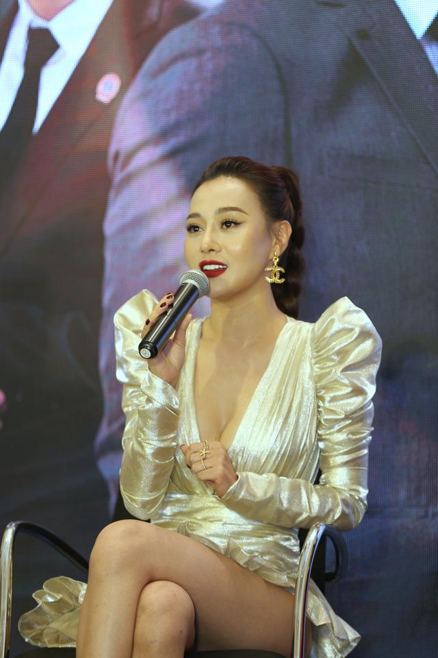 Phương Oanh diện váy xẻ cao, Hà Việt Dũng chuẩn soái ca trong họp báo phim mới Lựa chọn số phận - Ảnh 12.