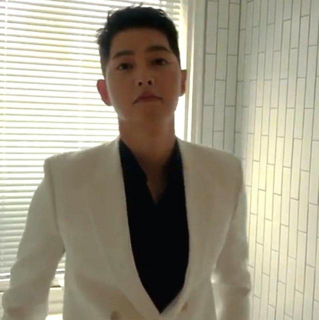Song Joong Ki tái xuất khiến fan ngỡ ngàng vì quá điển trai - Ảnh 1.