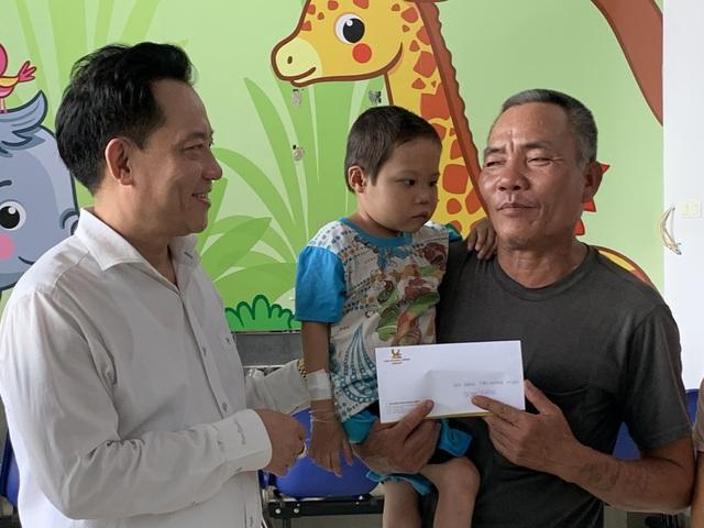 Hỗ trợ 100 triệu đồng cho bệnh nhi tim bẩm sinh có hoàn cảnh khó khăn - Ảnh 2.
