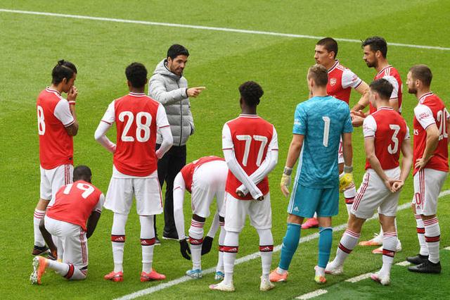VIDEO Arsenal 2-3 Brentford: Công làm, thủ phá! - Ảnh 2.