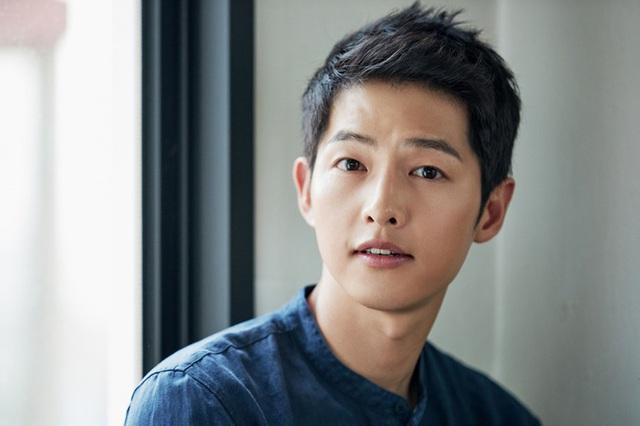 Song Joong Ki phủ nhận tin đồn hẹn hò với nữ luật sư - Ảnh 1.