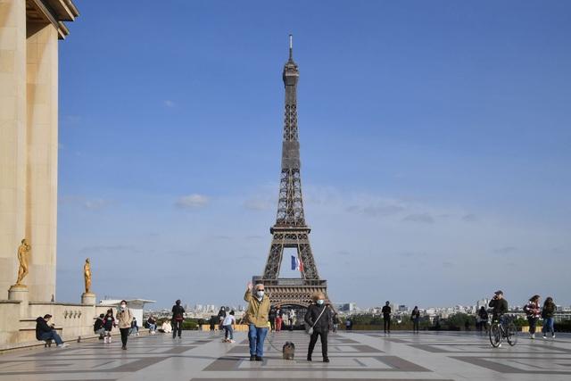 Tháp Eiffel sẽ đón du khách trở lại từ cuối tháng 6 - ảnh 1
